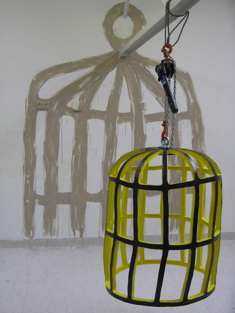 Gevarenkooi 2010<div style='clear:both;width:100%;height:0px;'></div><span class='desc'>Afmetingen: 70 x 70 x 90 cm <br>Materiaal: Keramiek EKWC <br>Privé Collectie </span>