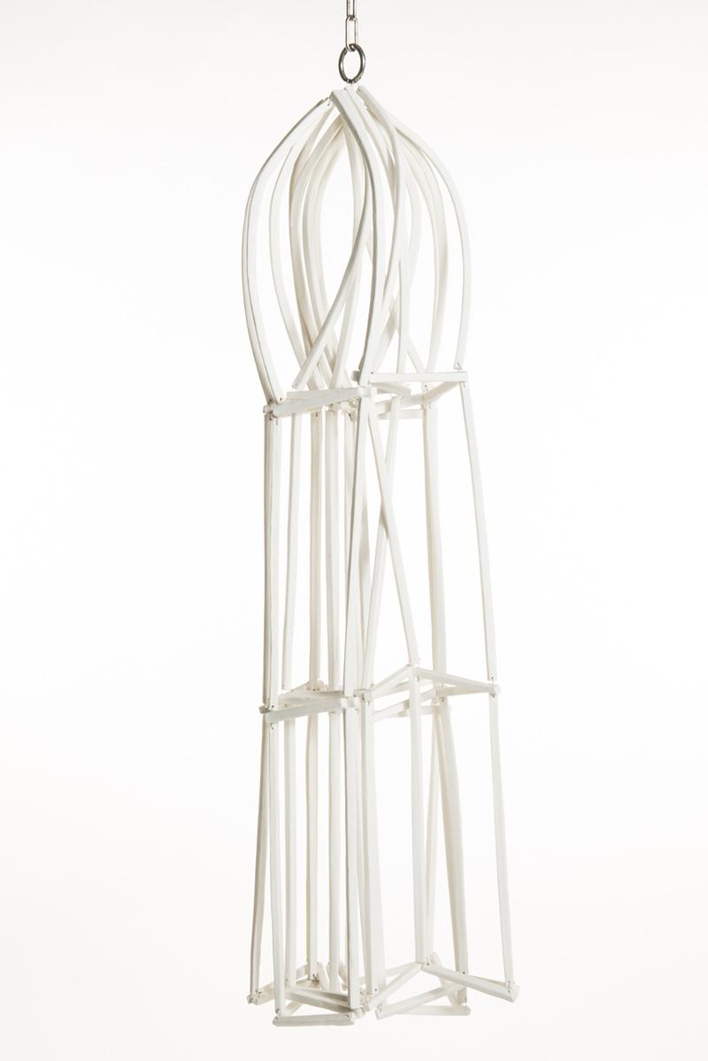 Porseleinen kooi 2011<div style='clear:both;width:100%;height:0px;'></div><span class='desc'>Afmetingen: 100 x 35 x 25 cm <br>Materiaal: Porselein, staal EKWC <br>Foto: Studio Zelden </span>