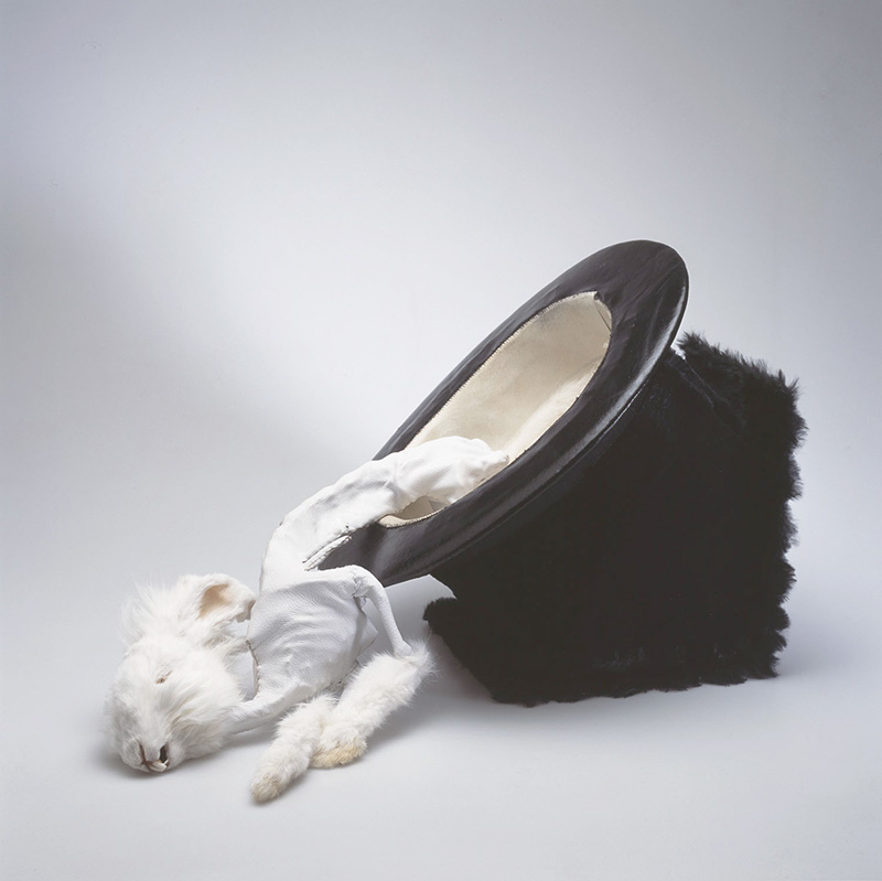 Rabbit trick 2005<div style='clear:both;width:100%;height:0px;'></div><span class='cat'>2005-2001 (EN)</span><div style='clear:both;width:100%;height:0px;'></div><span class='desc'>Size: 40 x 37 x 30 cm <br>Material: Rabbit skeleton <br>Photo: Irene de Groot </span>