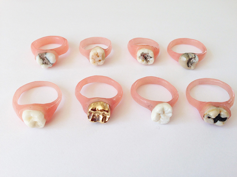 Teeth rings 2019<div style='clear:both;width:100%;height:0px;'></div><span class='cat'>2018-2019 (EN)</span><div style='clear:both;width:100%;height:0px;'></div><span class='desc'>size: 1,5 x 1,5 x 0,5 cm <br>material: artificial polyester gum, human teeth</span>