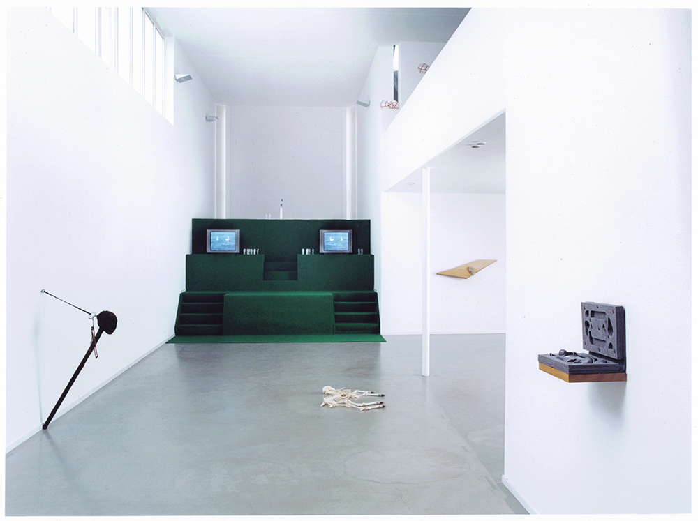 Solo expositie Diepenheim 2002<div style='clear:both;width:100%;height:0px;'></div><span class='desc'>Kunstvereniging Diepenheim  <br>Thema: 5 jaar overzicht <br>Foto: Claude Crommelin</span>