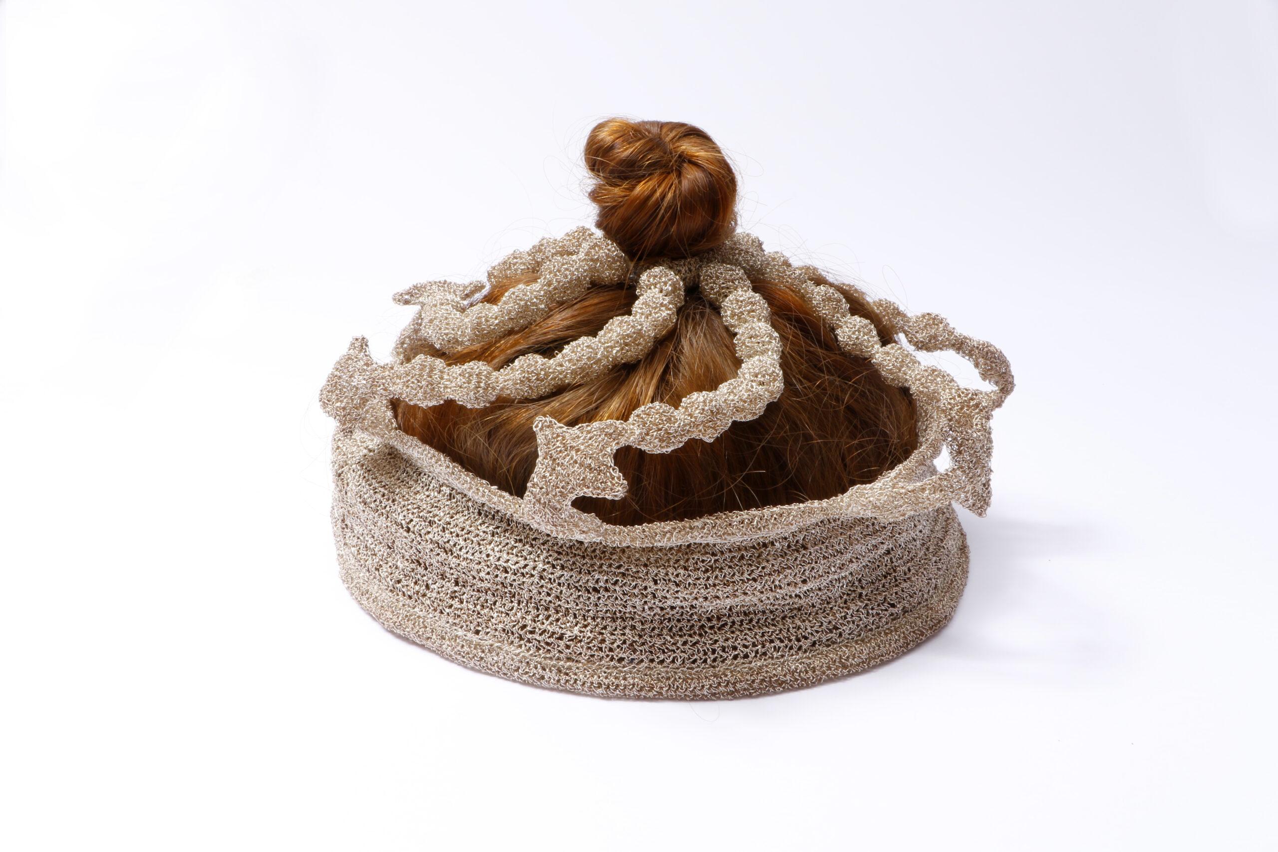 Reliqueen 2002<div style='clear:both;width:100%;height:0px;'></div><span class='desc'>Size: 6 x 6 x 8 inch + 4 x 8 x 8 inch <br>Material: Crocheted silver- and  copper tread, my hair <br>Photo: Joop van Reeken, Cissie van der Ven </span>
