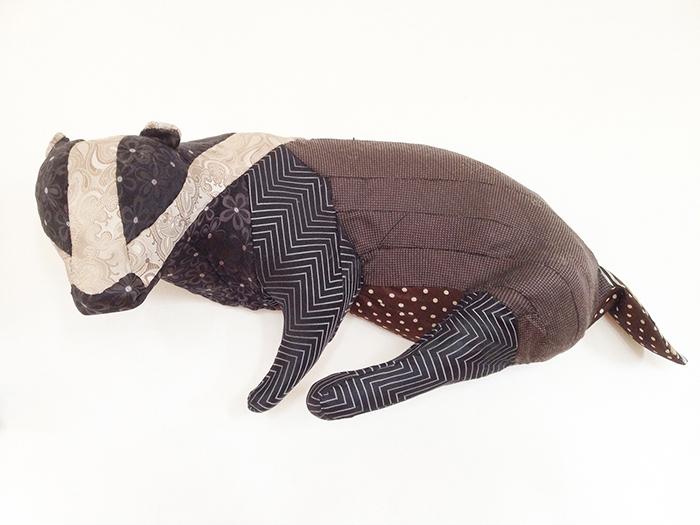 Badger in silk ties 2021<div style='clear:both;width:100%;height:0px;'></div><span class='desc'>Size: 11 x 25 x 10 + 10,5 x 19 x 5,5 inch <br>Material: Polyester badger split in halfs, silk ties <br>Photo: Cissie van der Ven</span>